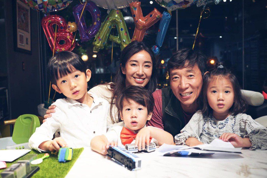 隋棠一家為小兒子Olie慶生。 圖/擷自隋棠臉書