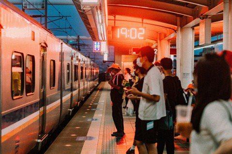 回台灣做自由業、四處採訪,搭台鐵是施清元的新日常。 圖/施清元攝影