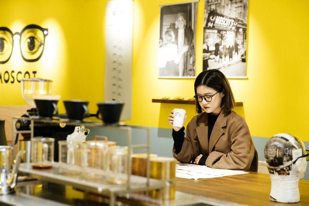 用一杯咖啡時間,了解MOSCOT百年品牌故事。攝影:楊雅晴;圖片/森³ suns...