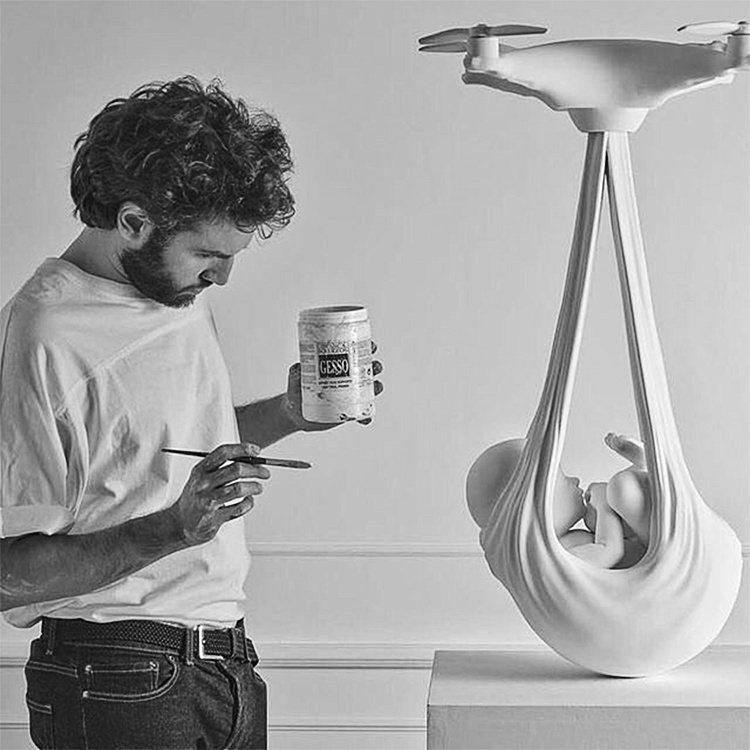 Federico Clapis - Babydrone 藝術雕塑。圖/plzzz...