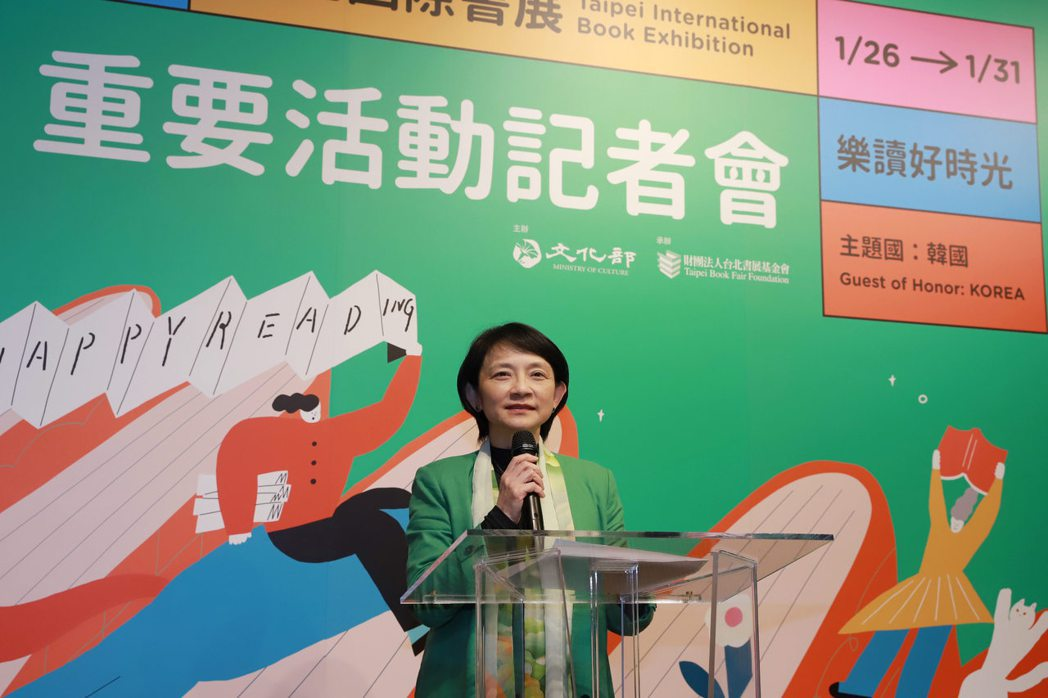 文化內容策進院副院長張文櫻介紹文策院於台北國際書展展區及書展期間推介活動。 文策...