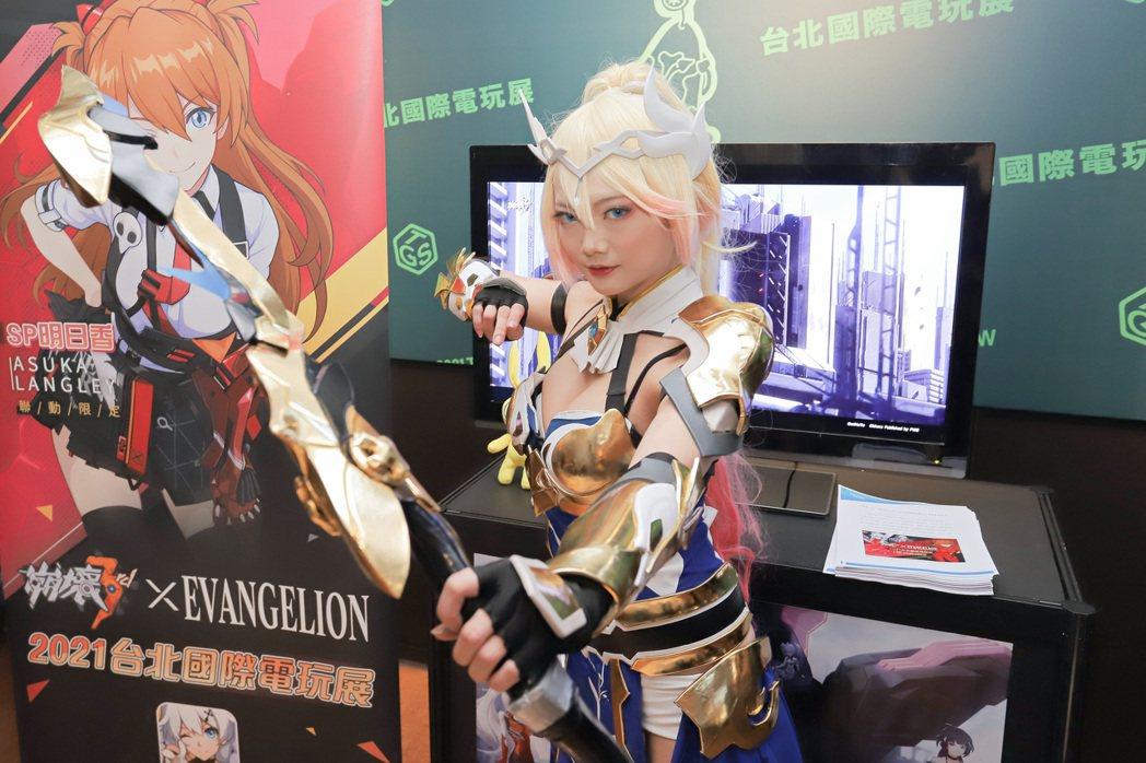 受疫情影響去年台灣手遊市場大好,今年電玩展手遊業者不少,照片為《崩壞3rd》。彭...