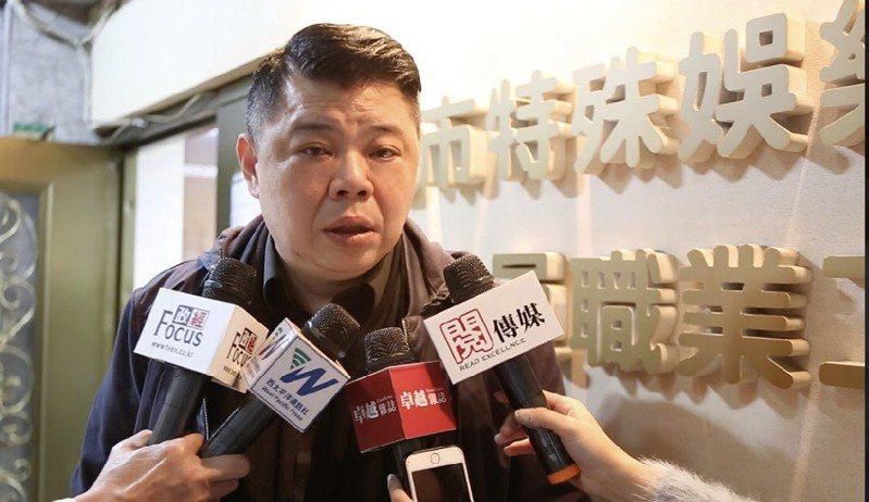 台北市特殊娛樂業從業人員職業工會副理事長胡繼堯備感憂心去年至今,營業額回溫不到兩成,產業恐將面臨嚴重萎縮。
