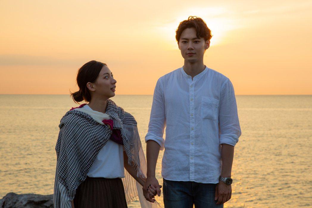 陳妤(左)跟羅子惟在MV中有場如幻似真的戀愛。圖/大爽文創提供