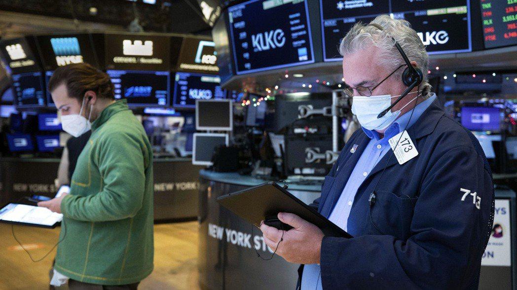 投資人認為,受藍潮之下的財政刺激加碼前景鼓舞,很多指標都顯示美股達到極端狀態,因...