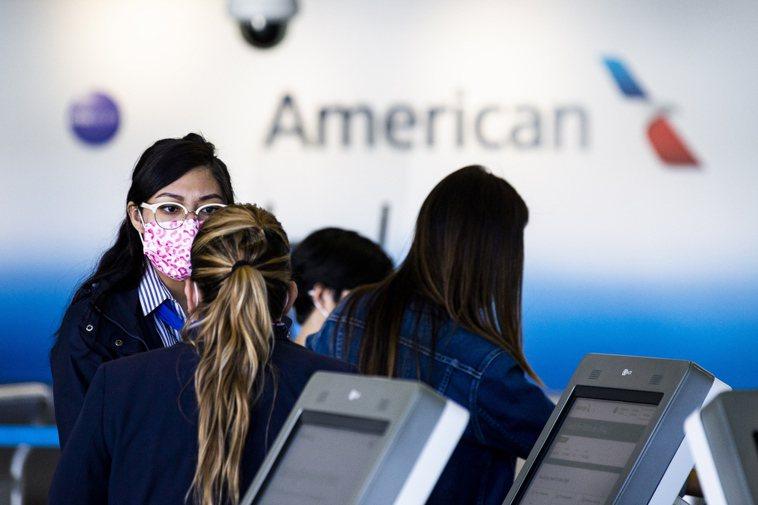 美CDC宣布,26日起飛往美國必須提供新冠病毒檢測陰性證明。歐新社
