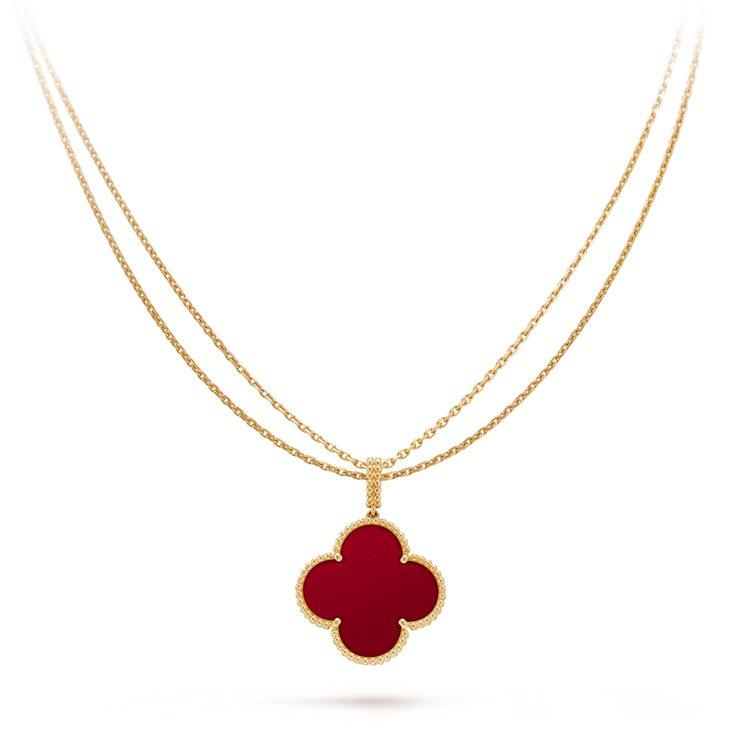 Magic Alhambra單墜飾長項鍊,黃K金鑲嵌紅玉髓,18萬6,000元。...