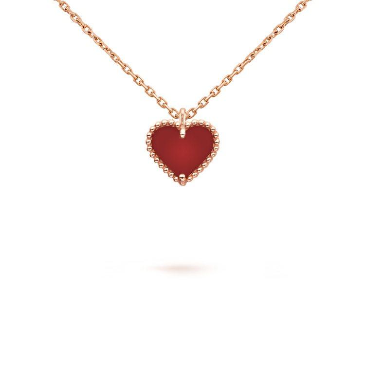 Sweet Alhambra心形吊墜,玫瑰金鑲嵌紅玉髓,47,000元。圖/梵克...
