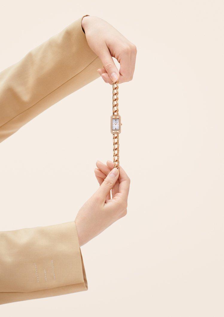 愛馬仕經典的Nantucket腕表推出全新的鍊帶款式。圖/愛馬仕提供