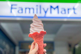 全家草莓季開跑「重乳草莓霜淇淋」搭粉紅餅皮強勢回歸