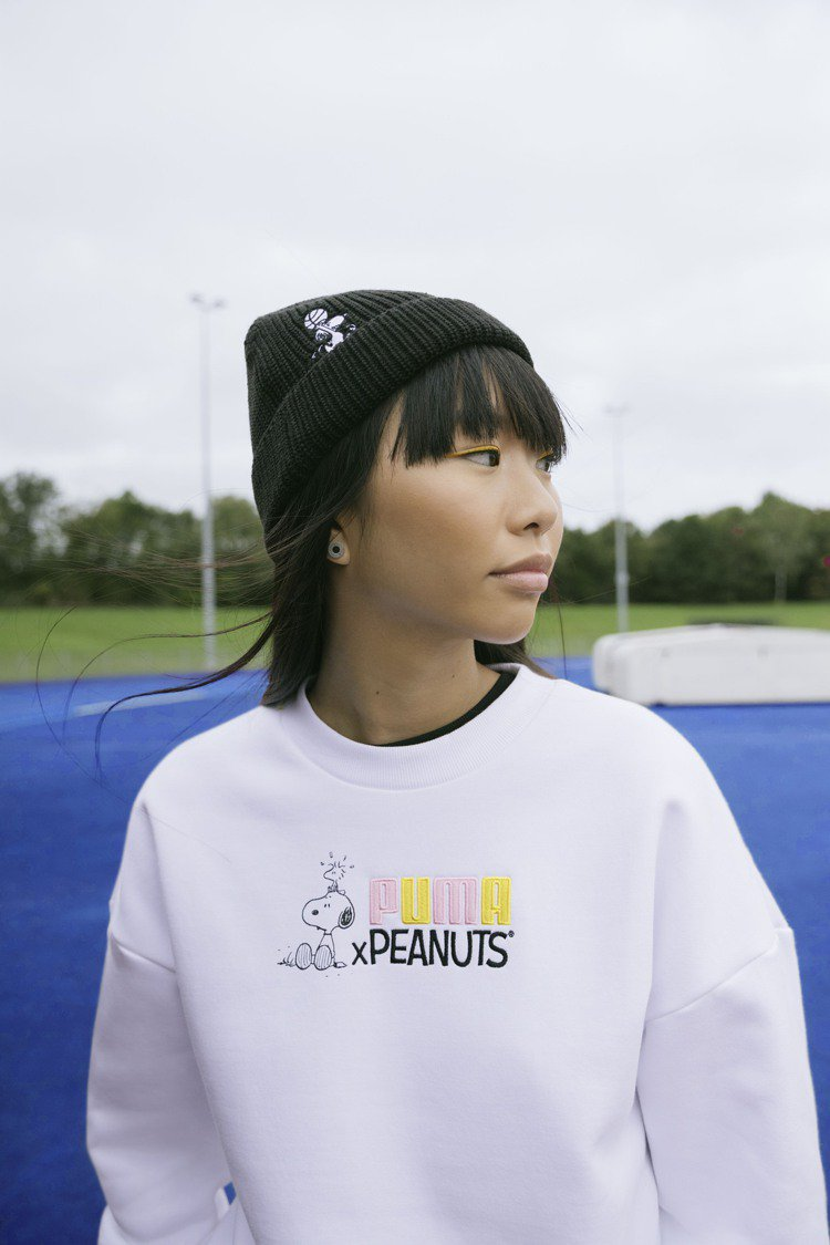 PUMA Peanuts系列圓領衫2,480元、毛帽580元。圖/PUMA提供