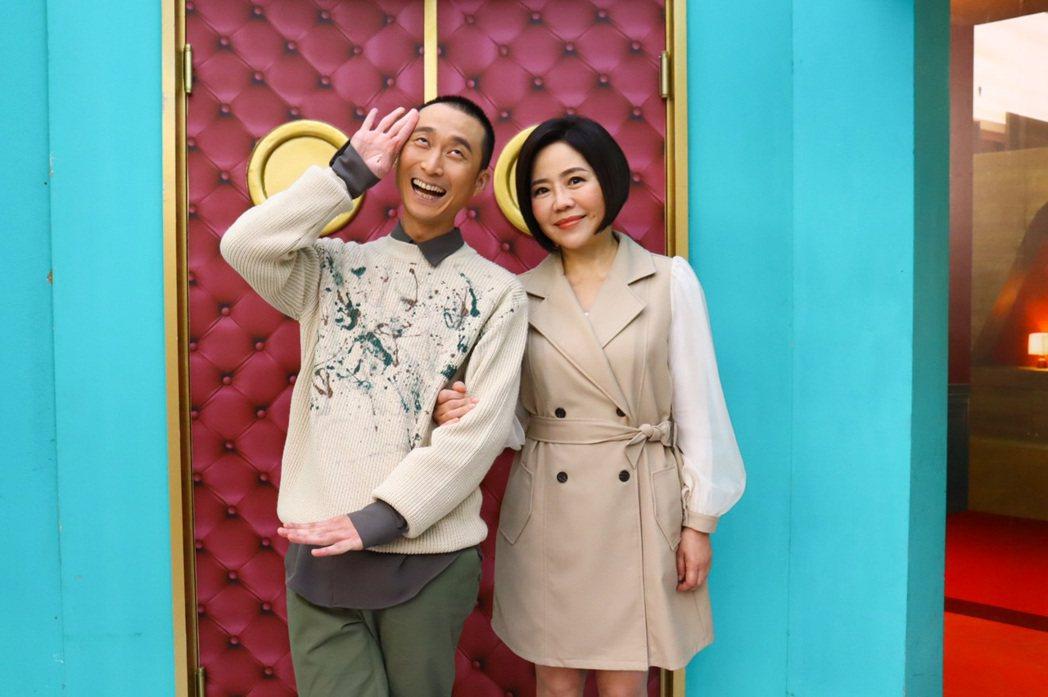 于美人(右)和浩子搭檔主持衛視「請問你是哪裡人」。圖/衛視提供