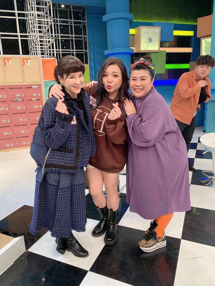 陸元琪(左起)、小甜甜和林美秀聊媽媽經,一個很想當媽、一個正懷孕,還有一個是資深