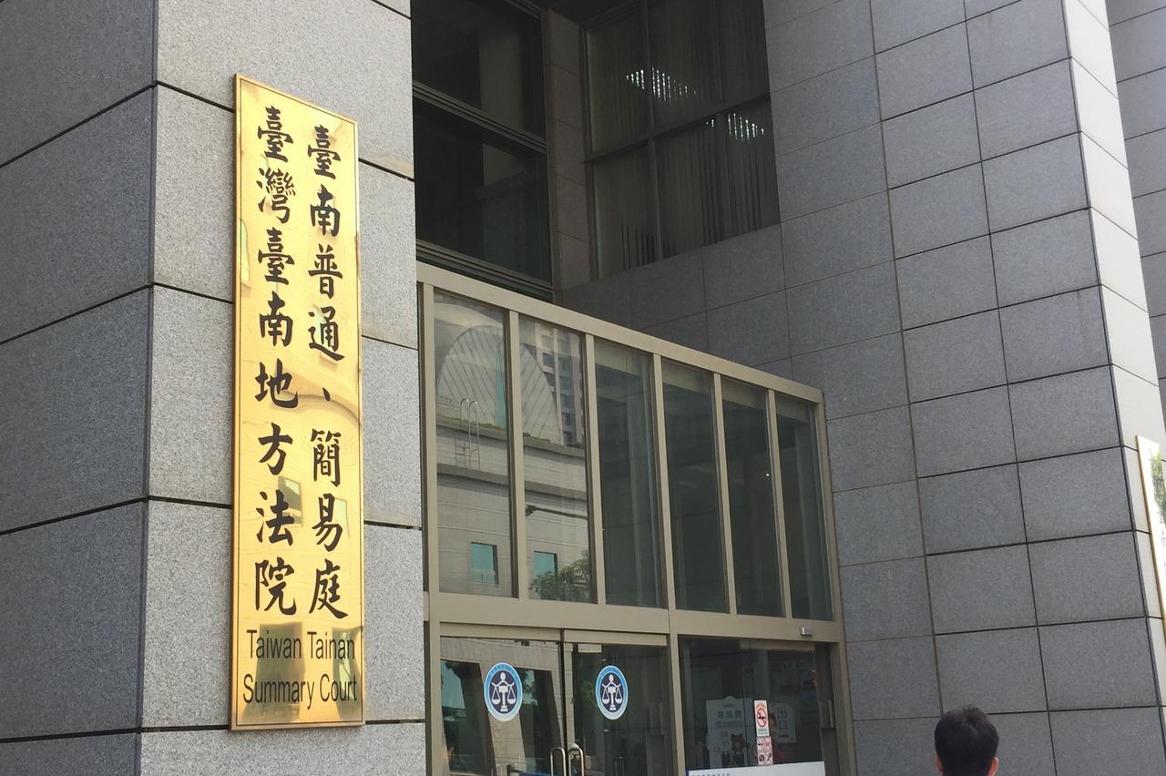 台南機車騎士闖紅燈錄影檔被洗掉 法官:舉證不足不罰
