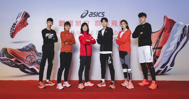 ASICS邀請運動好手(左至右)林昱堂、林詩亭、王冠閎、蘇柏亞、黃鎮示範SUNR...