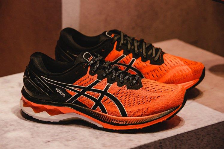 ASICS Gel-Kayano 27 Tokyo男鞋5,180元。圖/ASIC...