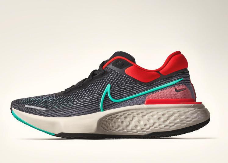 Nike ZoomX Invincible Run鞋,借鑑了打造React In...