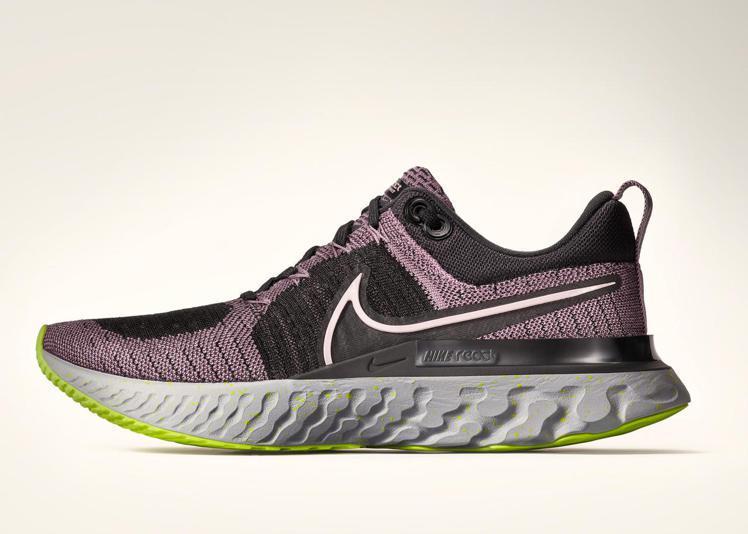 升級版React Infinity Run 2跑鞋,增強了足尖、鞋眼和鞋面的強度...