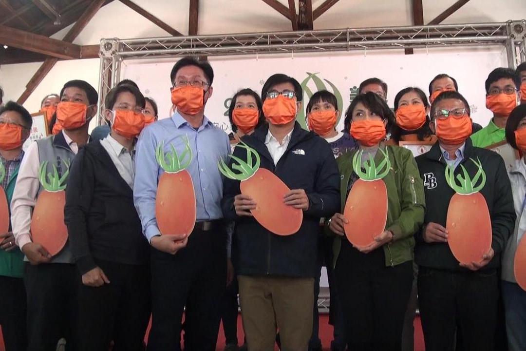 影/陳其邁化身型男主廚 讚橙蜜香番茄是高雄之光