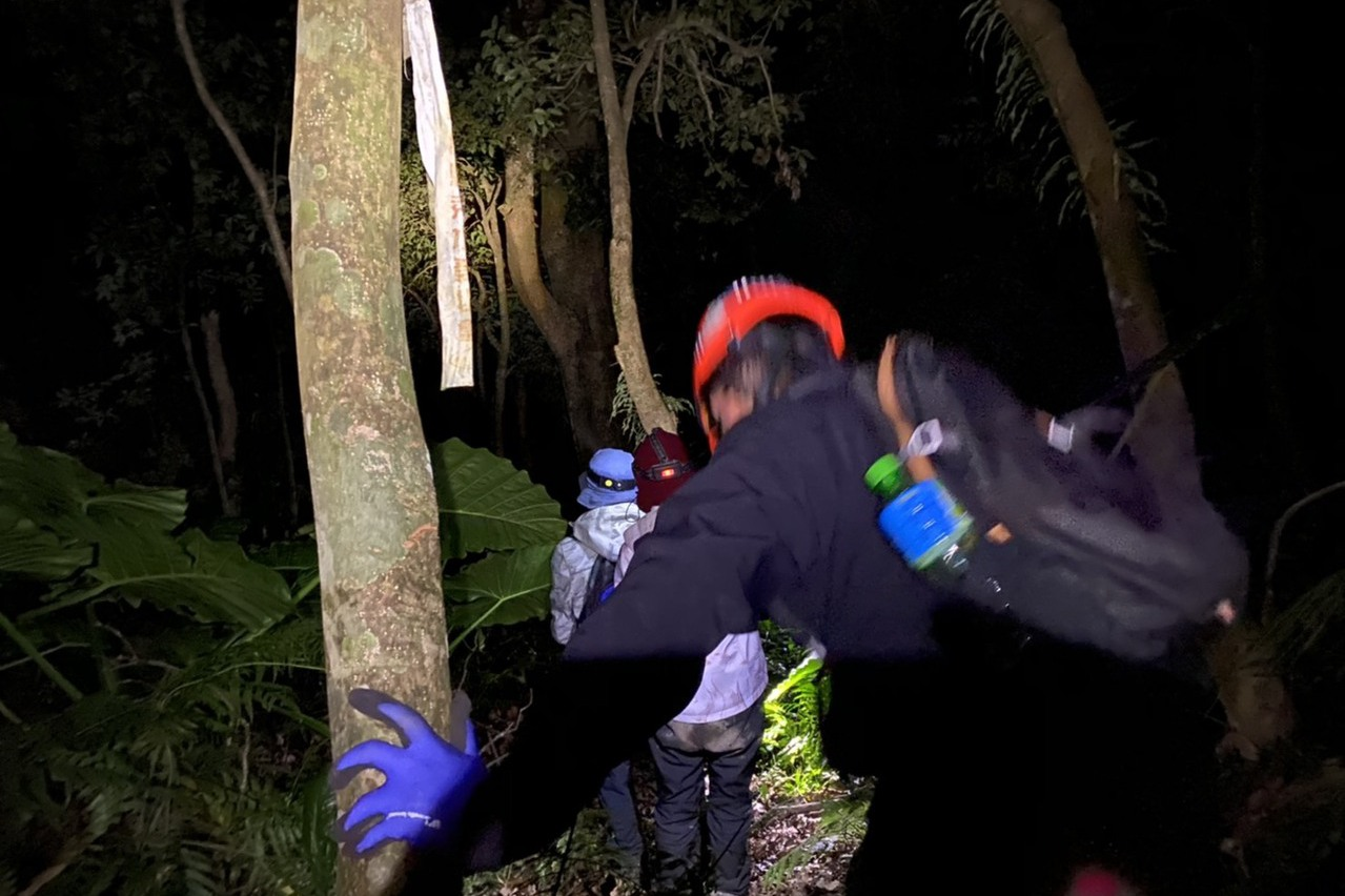 男女迷走新竹鳥嘴山 靠手機定位求救成功獲救