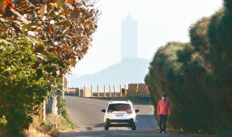 中南部周五前空氣品質不佳,可能出現紅害,提醒民眾要減少戶外劇烈運動。至周六冷空氣來襲,空品才有望好轉。記者劉學聖/攝影