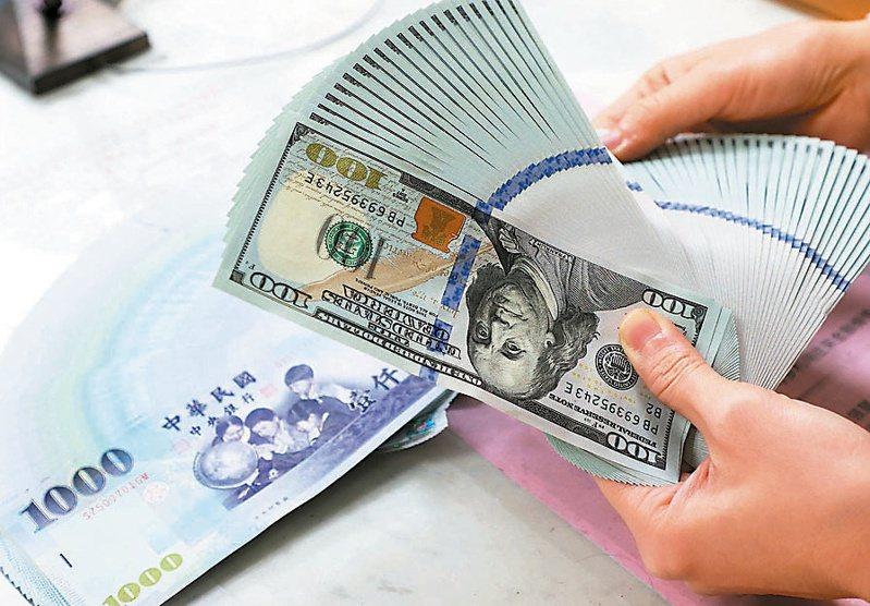 錢滿為患,2020年12月我國債市交易熱,買債王為存款多多的中華郵政。 (本報系資料庫)