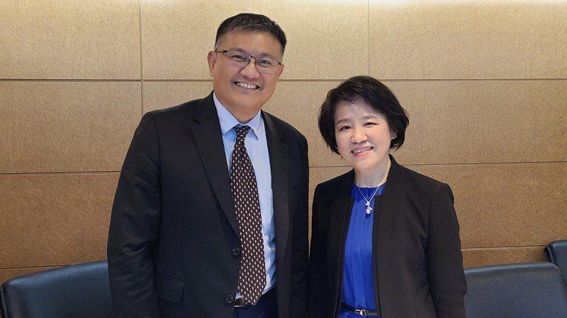 捷智商訊董事長林群國(左)與總經理楊秀怜。記者何佩儒/攝影