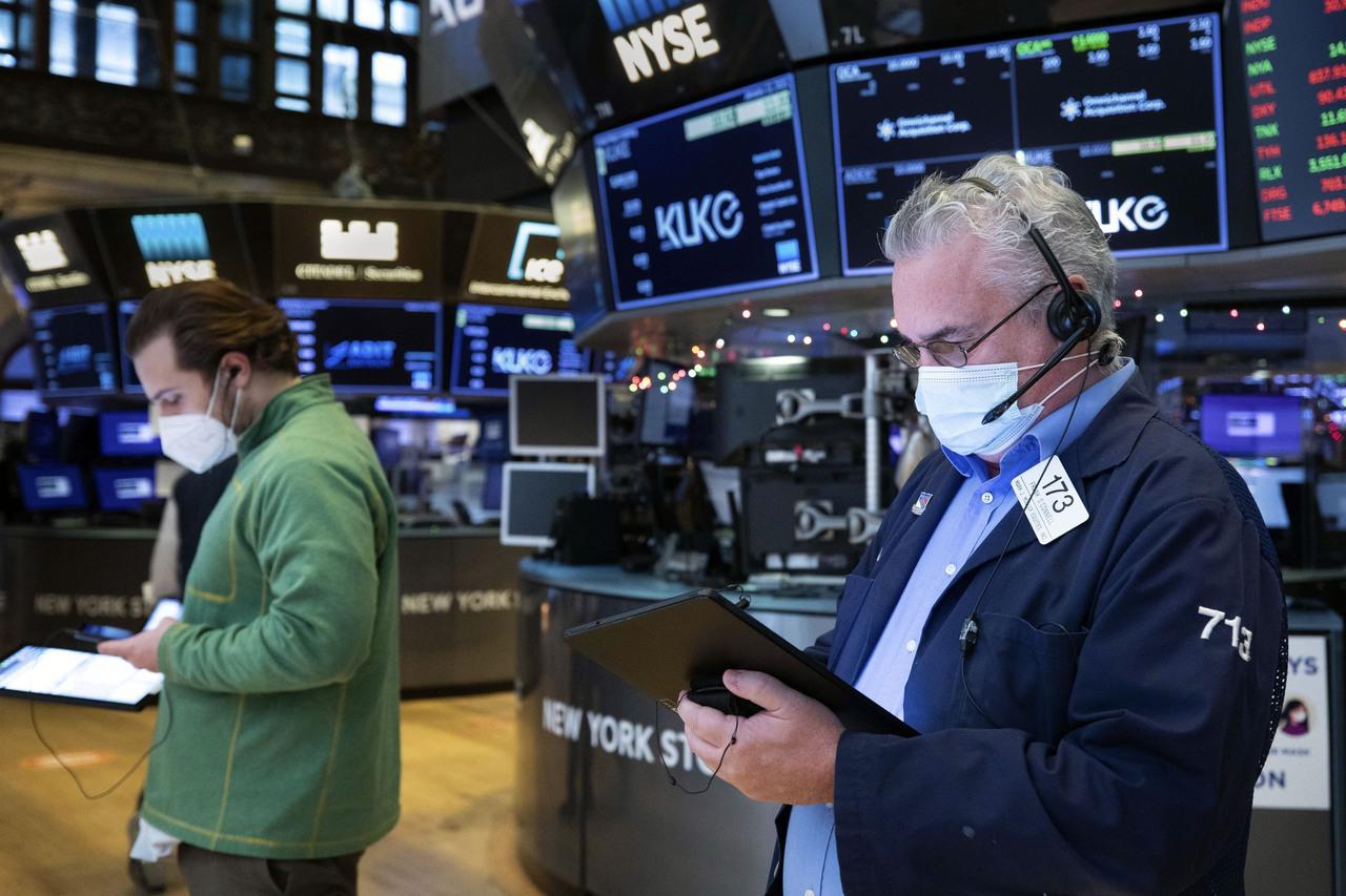 美股早盤在平盤附近 英特爾股價大漲逾10%