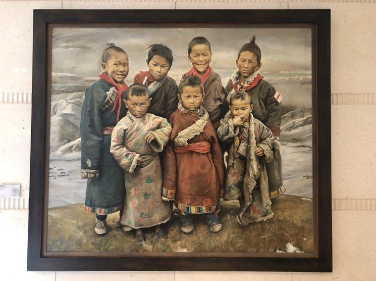 王偉忠捐給社區的畫。他藉此表達,同一張畫每人解讀不同,但幽默一點自己會較快樂。 ...