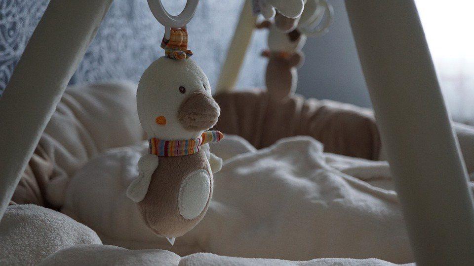 冬天容易發生,嬰兒猝死症候群,故建議嬰兒房最好在冬天,能保持在16-20°C左右...