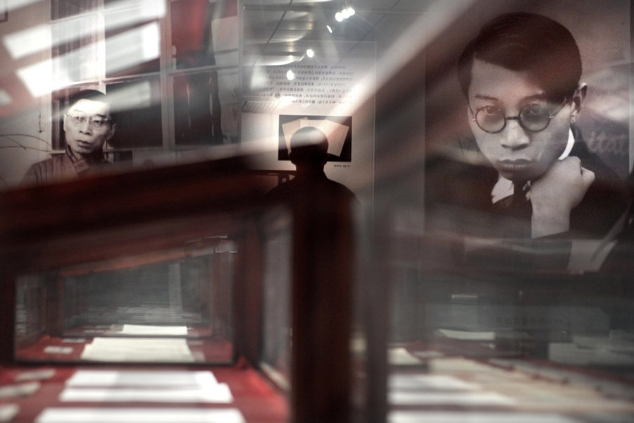 幾乎所有接觸過傅聰其人其樂的廣大讀者聽眾都會提到《傅雷家書》。圖為北京國家圖書館展出家書手稿,攝於2008年。 圖/中新社