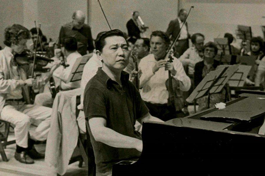 傅聰年少成名,20出頭即以彈奏蕭邦鋼琴協奏曲和瑪祖卡舞曲蜚聲國際。圖為蘇黎世管弦樂團與傅聰合作,攝於1985年。 圖/聯合報系資料照