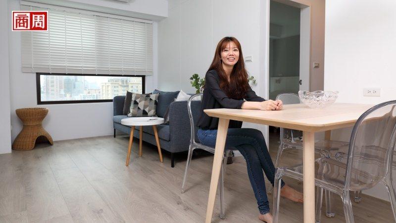室內設計師Phyllis換過6間房,一間比一間小而簡約,她說這是進化、也是淨化。(攝影者.游家桓)