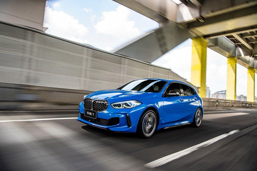 閃耀年輕活力姿態並以與眾不同的設計語彙在眾人面前耀眼登場的全新BMW 1系列,本...