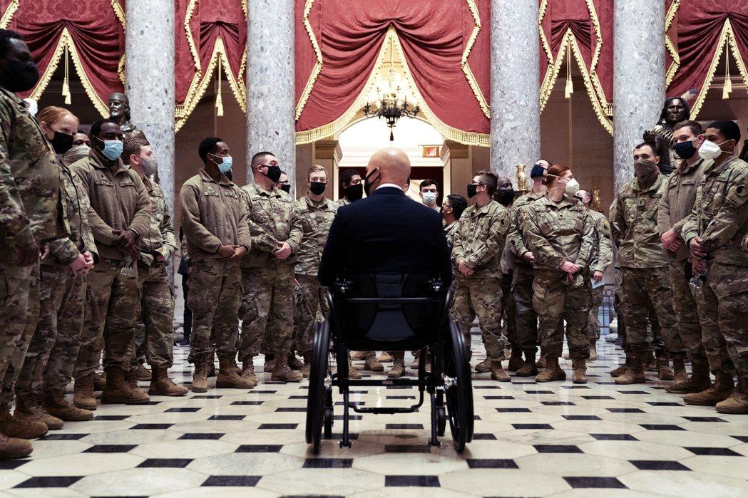 「看到美國變成這樣...大概是我能想到最悲傷的事。」佛羅里達眾議員馬斯特(Bri...