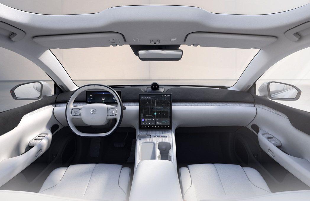 蔚來第二代虛擬座艙,採用環抱式座艙設計。 圖/蔚來汽車提供