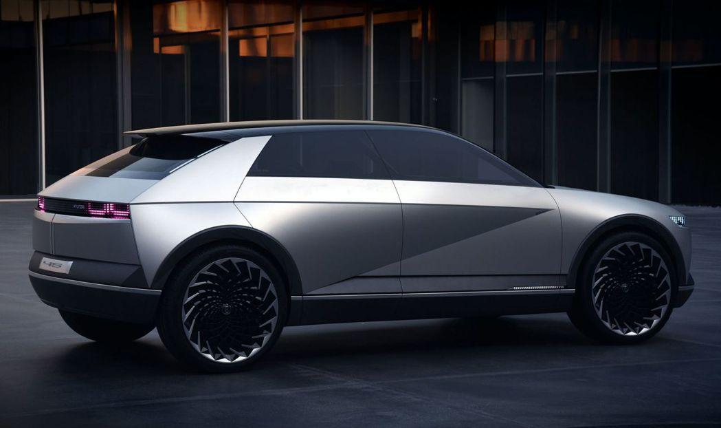 Hyundai 45 Concept預覽了Ioniq 5的量產版外貌。 摘自Hy...
