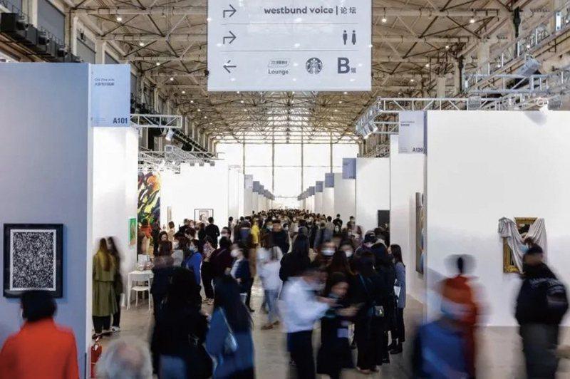 世界在疫情影響下,跨國旅行限制尚未得到完全解封, 西岸藝博會與上海ART021仍相繼於2020年11月11-12日推出展會,現場買氣依舊不減。