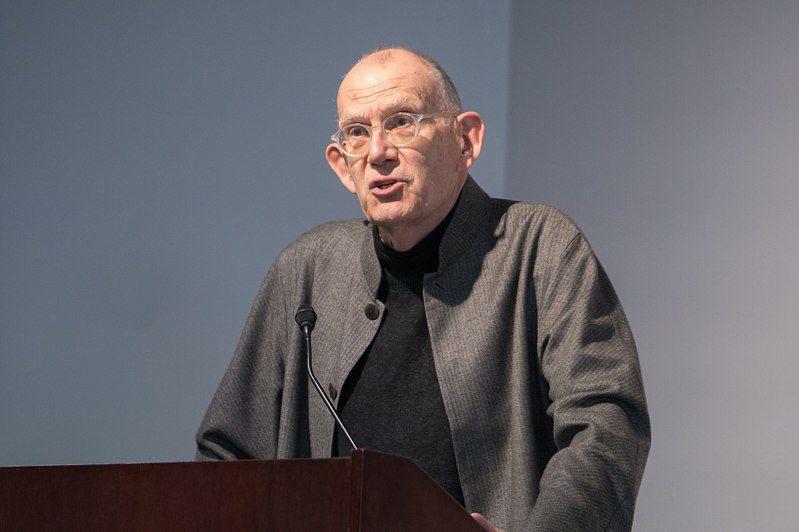 托馬斯•斯坎倫在哈佛大學薩夫拉倫理學中心(照片來源:Edmond J. Safra Center for Ethics)