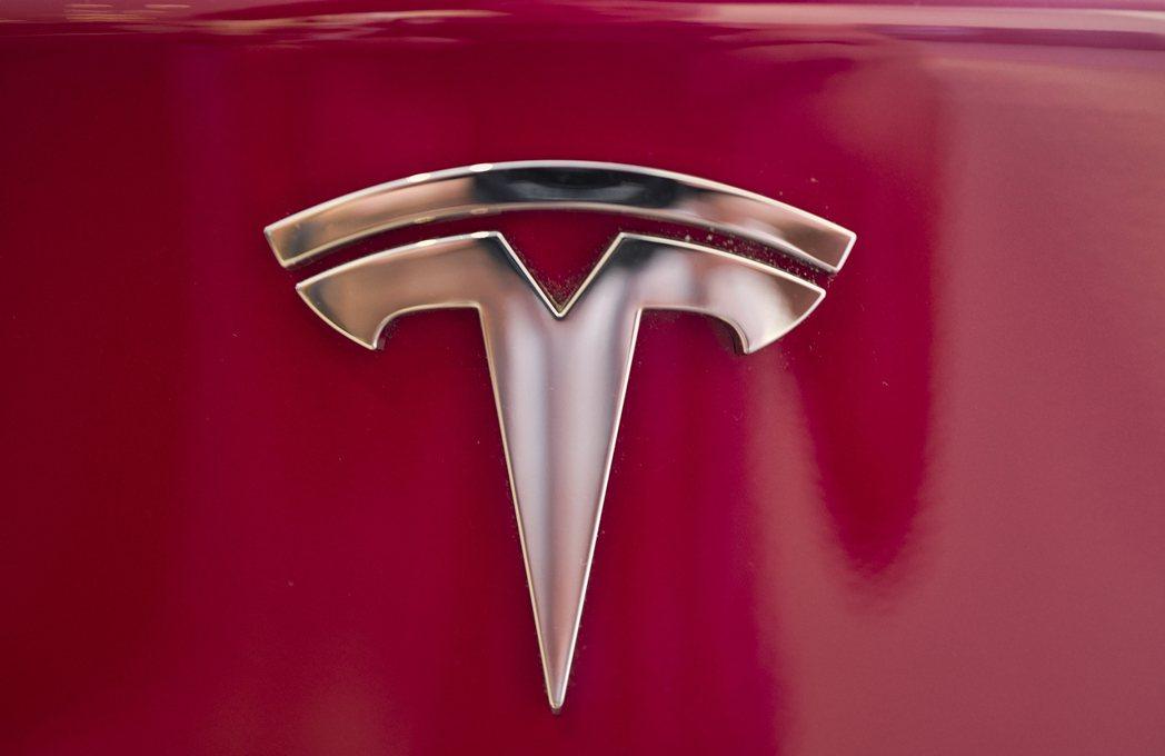 美國監管機構要求特斯拉召回15.8萬輛Model S和Model X,理由是觸控...