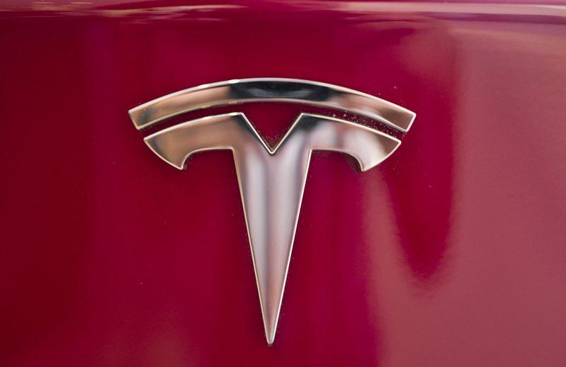美國監管機構要求特斯拉召回15.8萬輛Model S和Model X,理由是觸控螢幕有瑕疵。美聯社