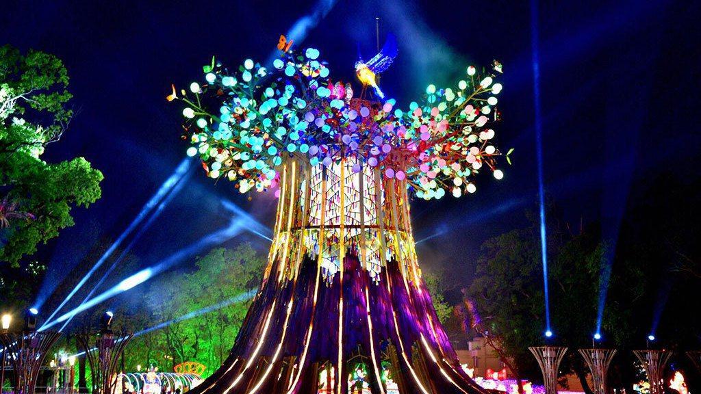 觀光局今宣布下兩屆台灣燈會的主辦城市評選結果,分別由高雄市、台北市獲選2022、...