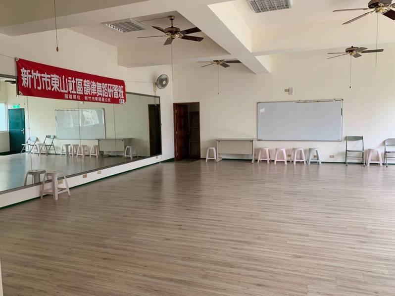 新竹市府去年7月1日起整併里集會所與社區活動中心的管理使用權,目前已核定納管39處活動中心,今年2月底前可上線申辦借用。圖/新竹市政府提供