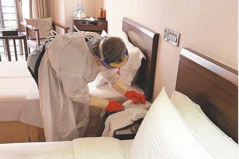 有台商計算一家三口來回一趟光是機票和防疫旅館費用至少台幣42萬元。報系資料照片