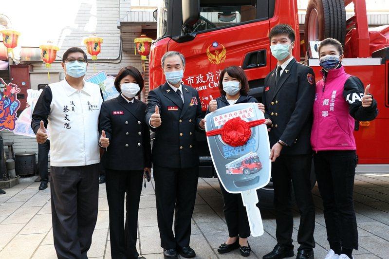 嘉義市府消防局斥資2700萬元,從芬蘭進口布朗多雲梯車。圖/市府提供