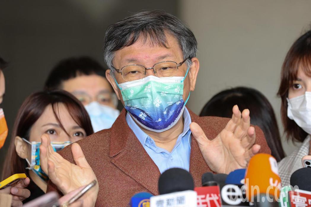 台北市長柯文哲(圖)上午出席「台北市智慧教育發表會」會前聯訪時,對於中央流行疫情...
