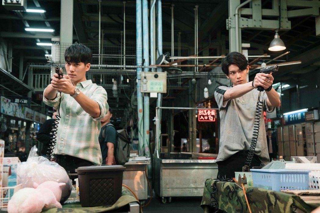 林子閎(左)與楊宇騰湊對男男CP。圖/WeTV、結果娛樂提供