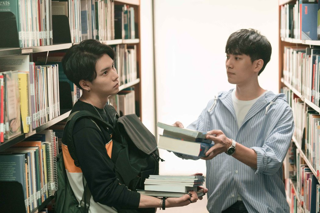 林子閎(右)要求楊宇騰當自己的書僮。圖/WeTV、結果娛樂提供
