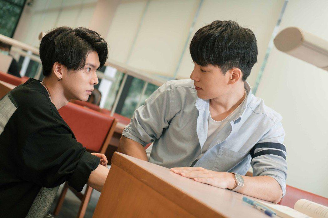林子閎(右)與楊宇騰湊對男男CP。圖/WeTV、結果娛樂提供