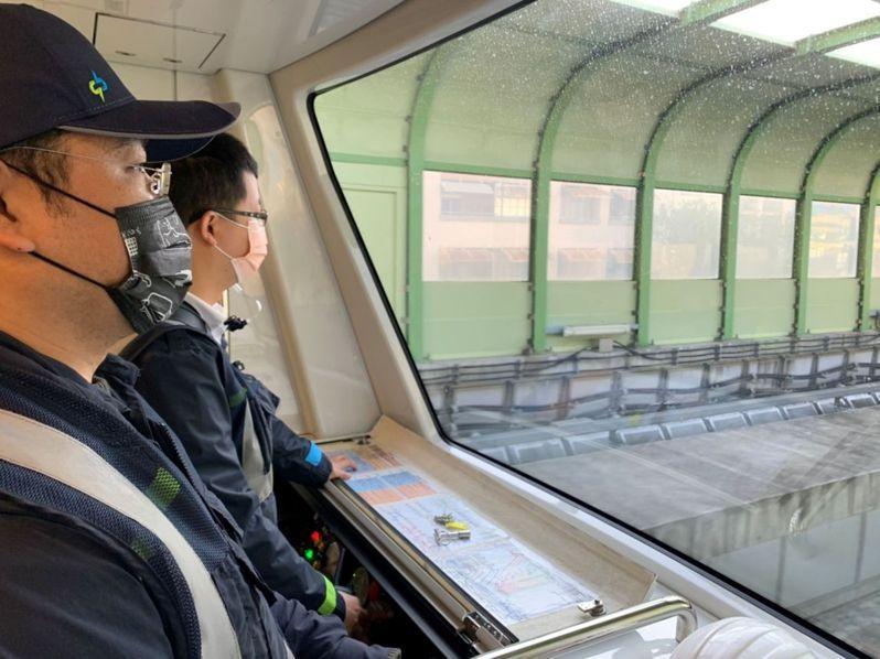 台中捷運綠線電聯車半永久聯結器升級版軸心,已全數運抵北屯機廠,今天首輛安裝升級軸心的列車,在正線運轉測試。圖/中捷公司提供